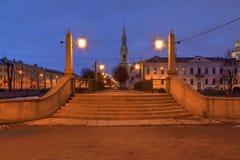 Мост Krasnogvardeyskiy и собор St Nicholas военноморской на ноче, HDR стоковая фотография rf