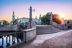 Мост Krasnogvardeysky и собор St Nicholas стоковая фотография rf