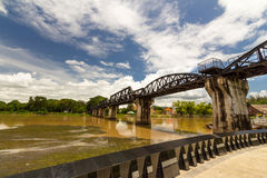 Мост Kwai реки, Kanchanaburi, Таиланд Стоковые Фотографии RF