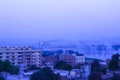 Мост Lansdown в городе Sukkur, Пакистане стоковые фотографии rf