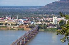 Мост Lao-японии над Меконгом на южном городке Lao Pakse в провинции Champasak, Lao PDR Стоковая Фотография RF