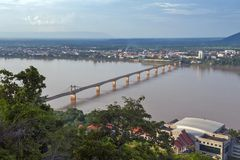 Мост Lao-японии над Меконгом на южном городке Lao Pakse в провинции Champasak, Lao PDR Стоковая Фотография
