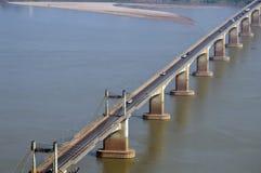 Мост Lao-японии над Меконгом на южном городке Lao Pakse в провинции Champasak, Lao PDR Стоковые Фотографии RF