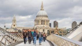 Мост Londen Великобритания Milenium Стоковые Фотографии RF