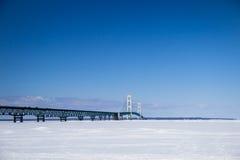 Мост Mackinac в зиме Стоковое Фото