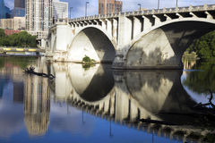мост minneapolis стоковая фотография