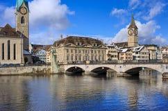 Мост Munsterbrucke в Цюрихе, Швейцарии Стоковое Фото