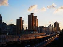 Мост Nanpu под заходом солнца стоковые фотографии rf