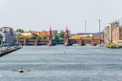 Мост Oberbaum на реке оживления стоковая фотография