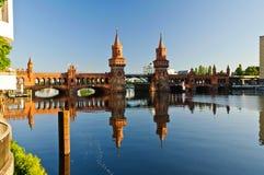 Мост Берлин Oberbaum стоковые фотографии rf
