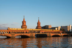 Мост Oberbaumbruecke/Oberbaum, Берлин, Германия Стоковое Фото