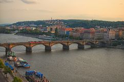 Мост Palackeho на реке Влтавы в Праге, чехии Взгляд от вершины дома танцев 100f 2 8 28 velvia лета nikon s fujichrome пленки f ве Стоковое Изображение