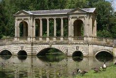 Мост Palladian, ландшафт Stowe, Англия Стоковые Фото