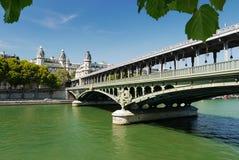 Мост Pont de Bir-Hakeim, Париж, Франция. Стоковое Изображение RF