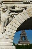 Мост Pont de Bir-Hakeim, Париж, Франция. Стоковые Фото