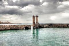 Мост Puente de las Bolas Камня в Arrecife, Лансароте, Испании Стоковое Изображение RF