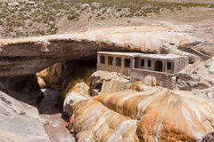 Мост Puente del inca и старый курорт. Стоковые Изображения RF