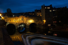 Мост Pulteney в ванне на ноче Стоковое фото RF