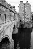 Мост Pulteney в ванне, Сомерсете, Великобритании черно-белой Стоковое фото RF