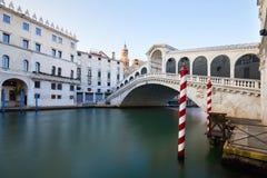 Мост Rialto и грандиозный канал в Венеции, никто стоковая фотография rf