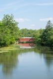 Мост Sachs с отражением в реке в Gettysburg, Пенсильвании Стоковые Фотографии RF