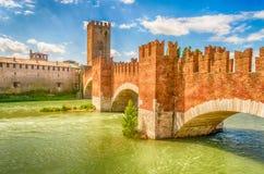 Мост Scaliger (мост Castelvecchio) в Вероне, Италии Стоковое фото RF