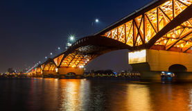 Мост Seongsan на ноче в Сеуле, Корее Стоковые Изображения