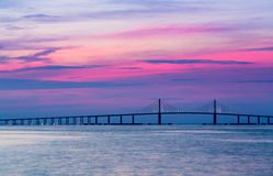 Мост Skyway солнечности на зоре Стоковая Фотография RF