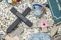 Мост Spean, Шотландия - 31-ое мая 2017: Мемориальное место для упаденное с маками и крестами Стоковое Фото
