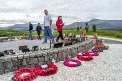 Мост Spean, Шотландия - 31-ое мая 2017: Мемориальное место для упаденное с маками и крестами Стоковое фото RF