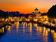 Мост St Анджела реки Тибра купола Рима twilight St Peter Стоковая Фотография