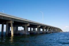 Мост Tampa Bay от шлюпки Стоковая Фотография