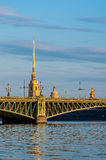 Мост Troitsky и St Peter и собор Пола во время восхода солнца Стоковые Изображения