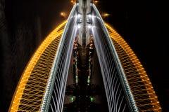 Мост Troja в Праге как иллюзия skyscrapper стоковое изображение