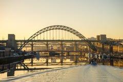 Мост Tyne - заход солнца Стоковое Изображение RF
