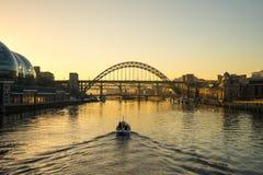 Мост Tyne - заход солнца Стоковые Фотографии RF