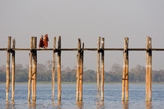 Мост u Bein в Amarapura в Myanmar Стоковые Фото