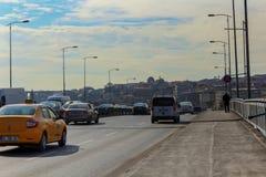 Мост Unkapani & движение Стамбул Стоковое Фото