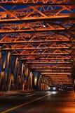 Мост Waibaidu на бунде на ноче в Шанхае, Китае стоковая фотография