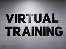 Мотивационный текст в спортзале для людей и женщин спорт для тренировки трудного стоковая фотография