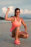 Мотивировка женщины фитнеса перед бежать Стоковая Фотография RF