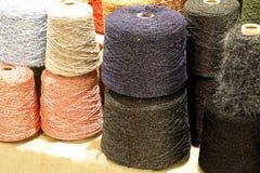 Мотки шерстей в haberdashery для продажи Стоковые Фотографии RF