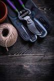 Моток бака торфа ножниц перчатки безопасности подрезая веревочки Стоковое фото RF