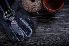 Моток бака торфа секаторов перчатки безопасности концепции веревочки садовничая Стоковые Изображения