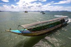 Моторизованная шлюпка Longtail, Пхукет, Таиланд Стоковая Фотография RF