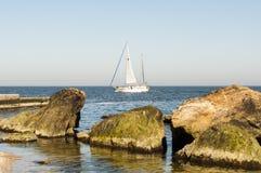 Моторка в середине открытого моря Лаке Таюое, Калифорнии, Соединенных Штатов Стоковая Фотография