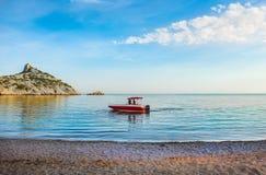 моторная лодка на море стоковые изображения