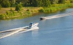 2 моторной лодки Стоковые Изображения