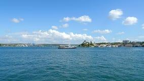 Моторные лодки в заливе города Севастополя сток-видео