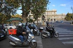 Мотороллеры Рима стоковое фото
